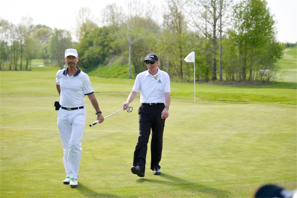 """Vertrauensverhältnis wenn Golf """"blind"""" gespielt wird - Foto © Herbert Wirtz"""