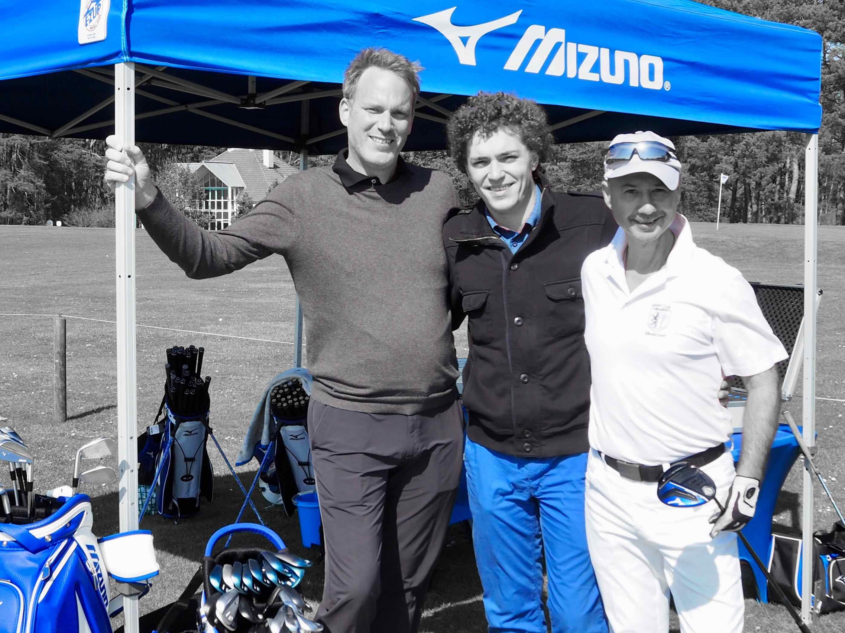 Patrick Albrecht von Golf Mitte, Michal Huelss von Mizuno und Thomas J. Jandke